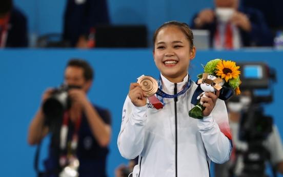 [Tokyo Olympics] Moon congratulates gymnast on Olympic medal