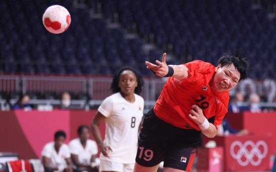 [Tokyo OIympics] S. Korea inches closer to women's handball quarterfinals after draw vs. Angola