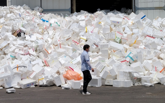 [Feature] Plastics pile up amid food delivery boom