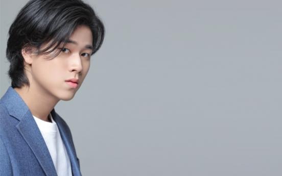 Rookie artist Lee Mu-jin emerges as new powerhouse in Korean music chart