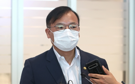 S. Korea urges rapid vaccine supply during protest visit to Moderna