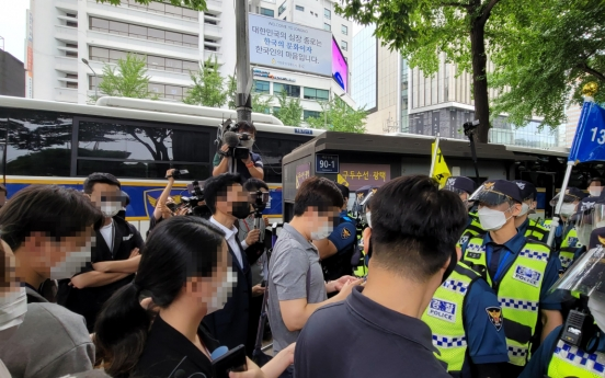 Police block Liberation Day rallies by conservatives