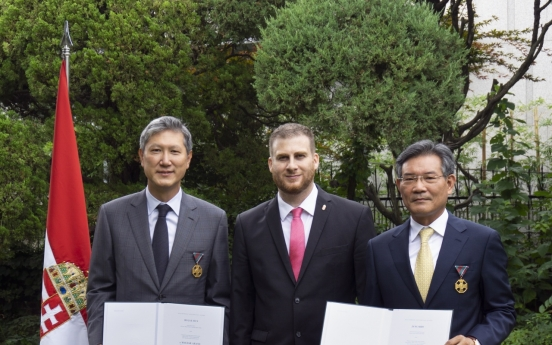 Ro Jae-hun and Jang Si-ho receive Gold Cross of Merit on Hungary's National Day.