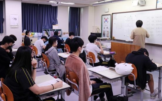 'High school economics textbooks biased, lack practical knowledge'