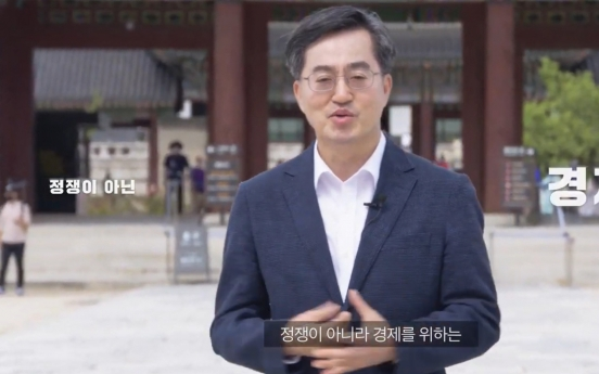 Ex-Finance Minister Kim officially declares presidential bid as independent