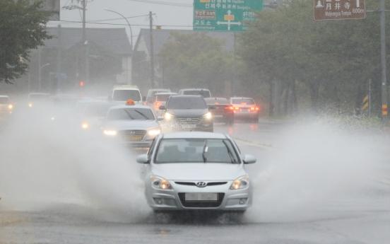 Typhoon Chanthu brings heavy rain on Jeju