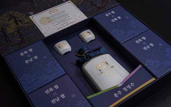 Moon, first lady give regional specialties as Chuseok gifts