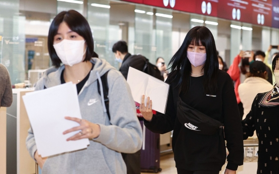 Scandal-hit volleyball twins depart for Greece