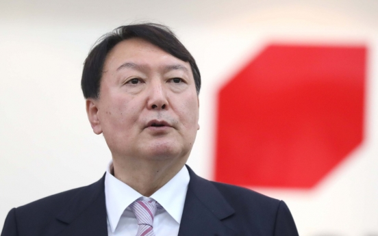 Yoon Seok-youl in hot water for defending ex-dictator