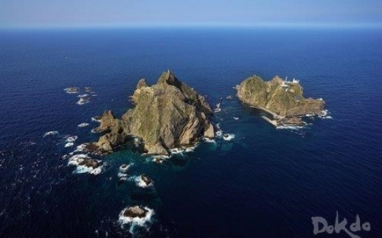 Ship carrying 9 capsizes in waters northeast of Dokdo