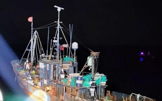 Chinese fishing boat seized for alleged illegal fishing in S. Korean waters