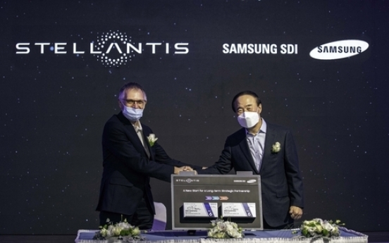 Chiefs of Samsung SDI, Stellantis meet in Hungary following US battery plant deal