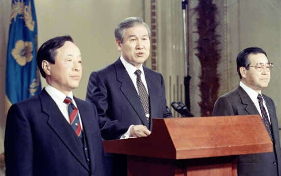 Cabinet to discuss proposal to hold state funeral for late ex-President Roh