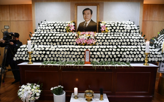 Late ex-President Roh asks democracy uprising victims for forgiveness in last will