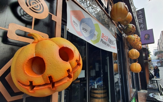 COVID-19 fears mounting on eve of Halloween weekend