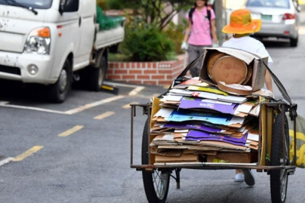 Why do old people pick up cardboard in Seoul?