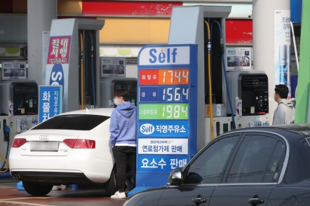 Korea to cut fuel tax by 20% next month