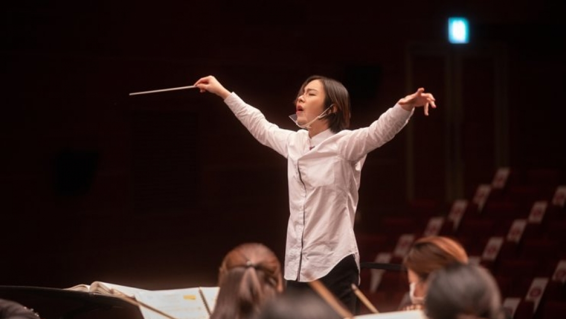 Conductor seeks new stage with video games