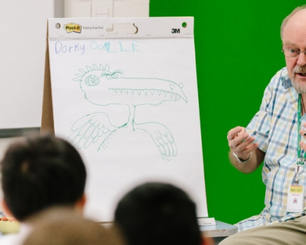 Artist's visit helps pupils dive into drawing