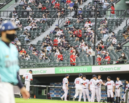 KBO to mandate masks in dugouts during games, fine spitters