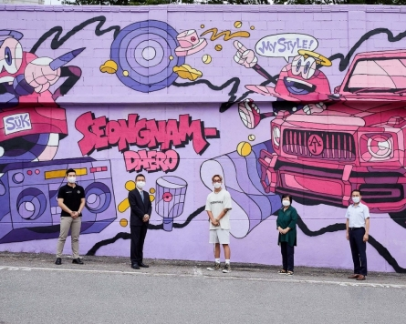 Han Sung Motor paints mural to improve regional environment