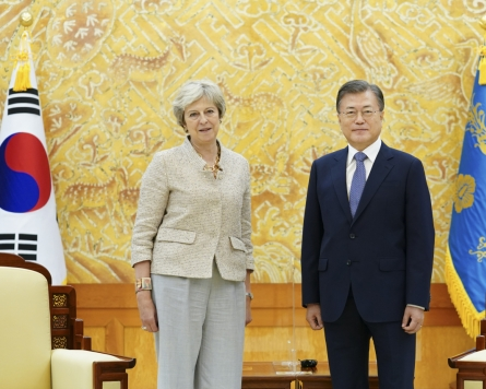 Moon meets ex-British prime minister, voices hope for closer Seoul-London ties