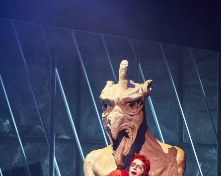 [Herald Review] 'Notre Dame de Paris' performs to packed theater