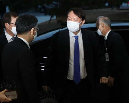 Prosecutor general returns to work