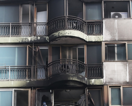 Police investigate cause of deadly fire at Gunpo apartment