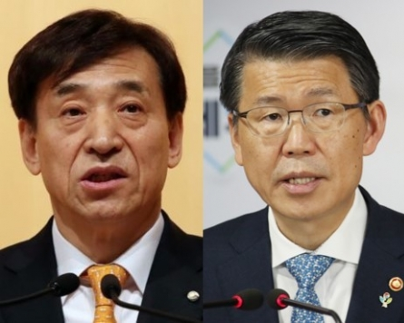 [News Focus] Power struggle? FSC, BOK bicker over revision of payment settlement law