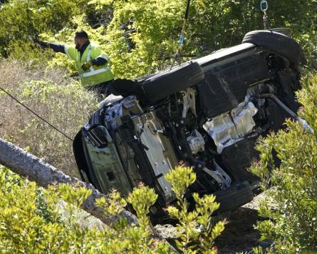 [Newsmaker] Tiger Woods seriously injured in crash on steep LA-area road
