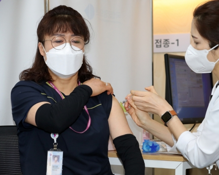 New virus cases stay above 400 on 2nd day of mass vaccination