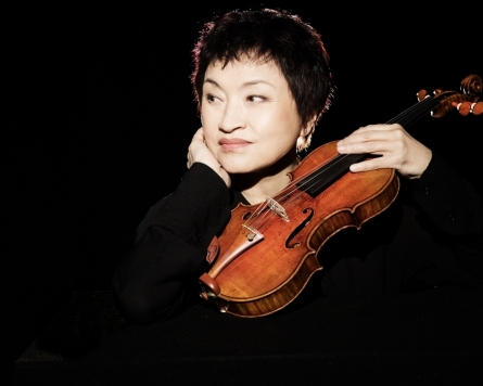 Violinist Chung Kyung-wha cancels performances due to hand injury