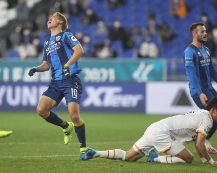 Decimated nat'l football team replaces injured midfielder