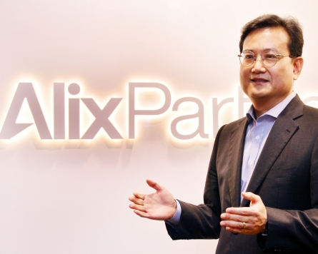 [Herald Interview] How banking giants can survive the disruption of digitalization