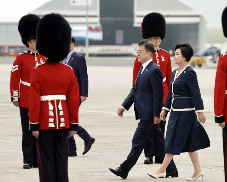 Moon arrives in Britain for G-7 summit