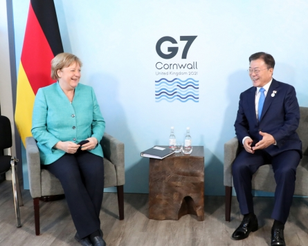 Moon, Merkel agree to cooperate on equitable global vaccinations