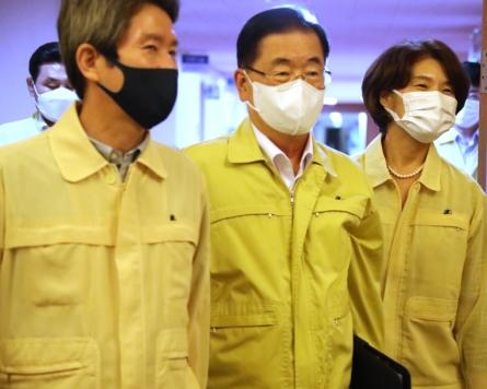 FM Chung calls inter-Korean hotline restoration leaders' commitment to restore trust, improve ties