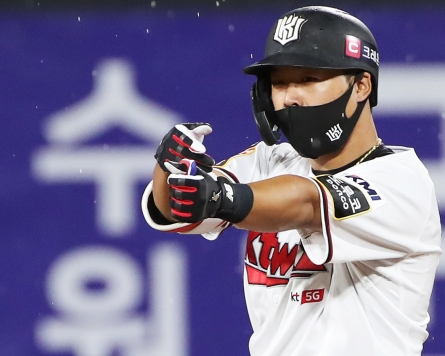Homegrown batters dominate KBO leaderboards as foreign players struggle