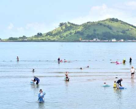 [Photo News] Jeju Island sees influx of travelers despite strong social distancing measures