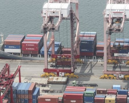Most S. Korean exporters eye rising freight rates: poll