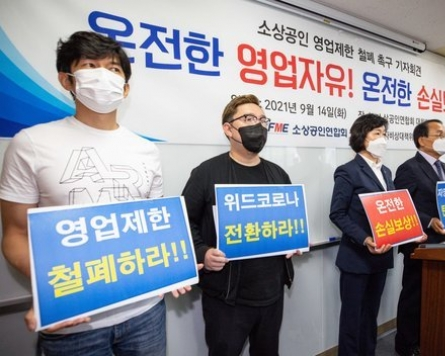 [Newsmaker] Compensation to pandemic-hit merchants to begin in late Oct.: official