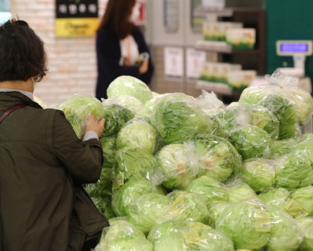 Facing lettuce shortage, restaurants toss the salad
