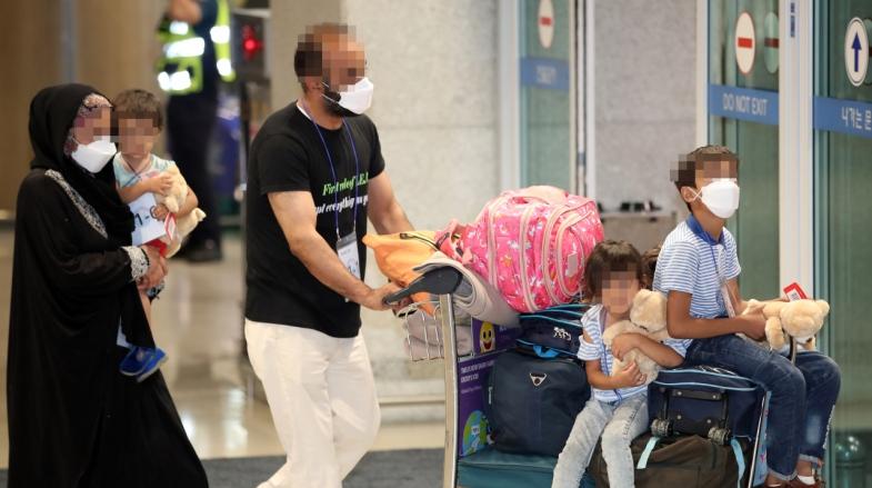 [Video] Afghan evacuees arrive in Seoul