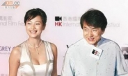 청룽(성룡)과 유명 여배우 쉬징레이 진한 키스...무슨 사이?