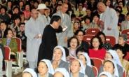 <포토뉴스> '법정스님의 의자' 시사회 함께 참석한 스님과 천주교 성직자