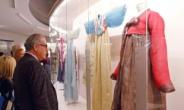 '기모노 코레' 아닌 '한복' 각인시킨...이영희 '바람의 옷'들, 파리박물관에 걸리다