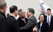 [김수한의 리썰웨펀]'성탄 미사일선물' 운운하던 北 조용…文대통령 전방위 외교 통했나
