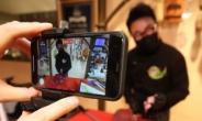 """[코로나 1년] """"찍어야 산다"""" 네일아트·반찬 가게까지 '실시간 방송 중'[언박싱]"""