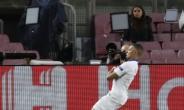 음바페, 메시 앞에서 해트트릭…PSG, 챔스 16강 1차전서 바르셀로나에 4-1 대승